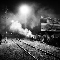 Nighttime at the border crossing between Greece and FYR Macedonia – Idomeni, Greece. 30 November 2015