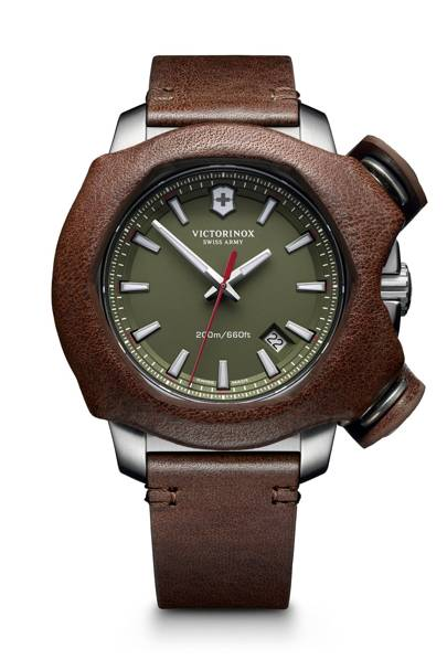 the best men s watches under £1 000 for 2015 british gq victorinox s redoubtable steel vault of a watch has been customized under the brand s remade limited edition series and now comes a limited edition