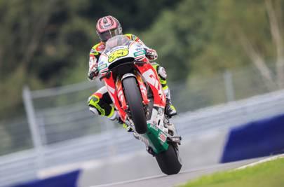 Marquez takes dominant pole at Aragon circuit