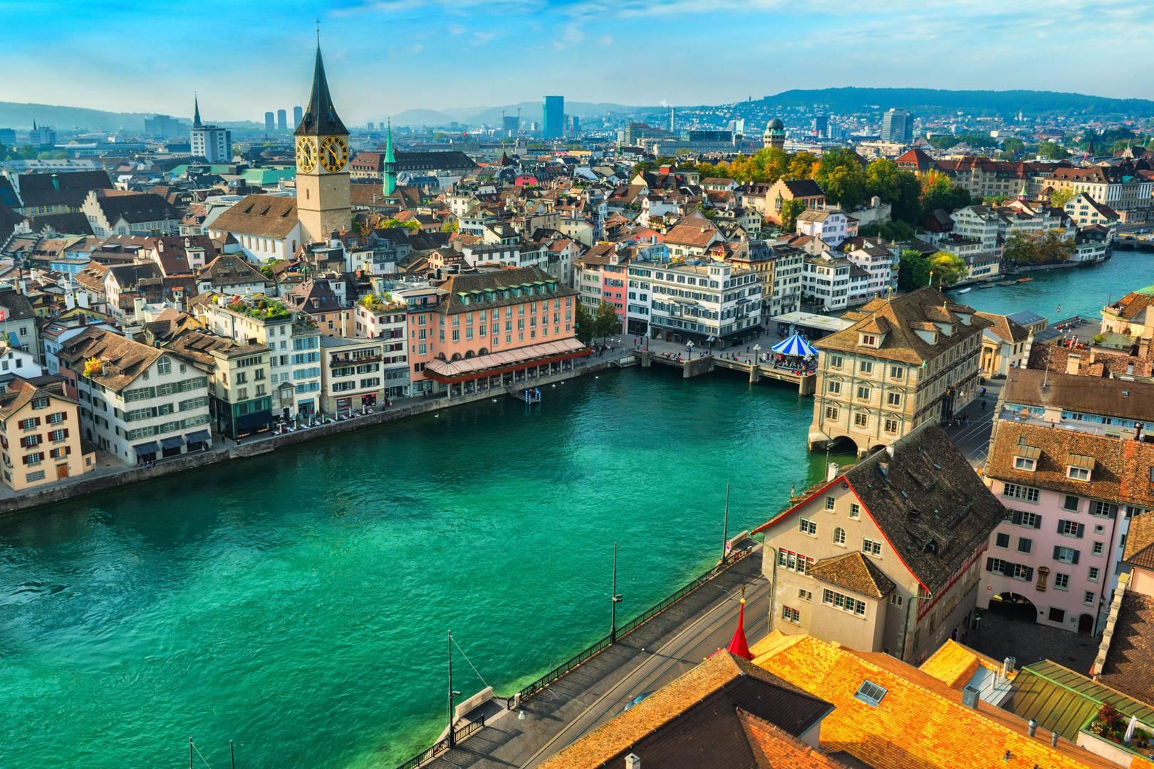 [Jeu] De quelle ville s'agit-il ? - Page 38 Zurich-hp-GQ-20July17_istock_b