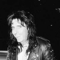 1989: Alice Cooper