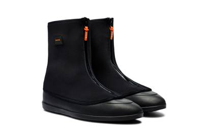 Swims mobster galoshes