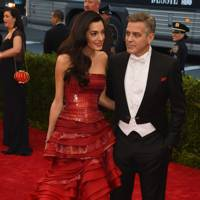 Mastering classic romanticism when arriving at the 2015 Met Gala