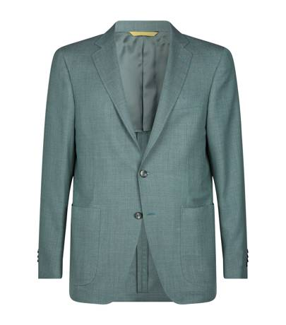 7. The 'no-ties' insurance company – The jacket