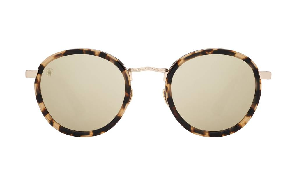 ad78510f9 إذا كنت تبحث عن شكل جديد وغير تقليدي للنظارات الشمسية هذا الصيف، فنحن ننصحك  بتجربة نظارات