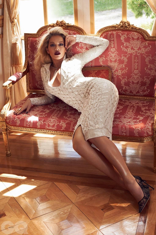 Fay mougles fapping Erotic images Olivia jordan cleavage 7 Photos,Oksana bondarenko topless