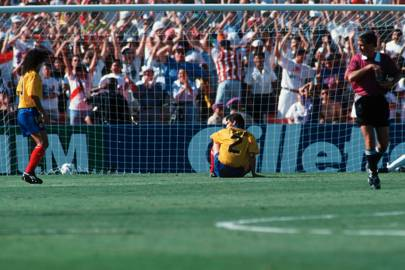Andrés Escobar (centre), 1994