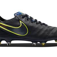 Tiempo Anti-Clog Traction boots by Nike