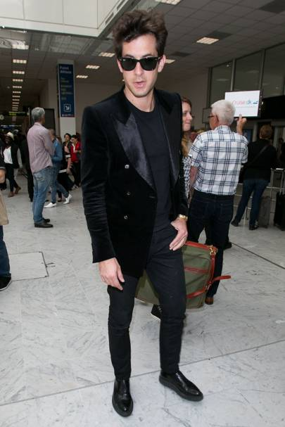 e32b2ed5377 Mark Ronson shows you how to do summer-appropriate airport style ...