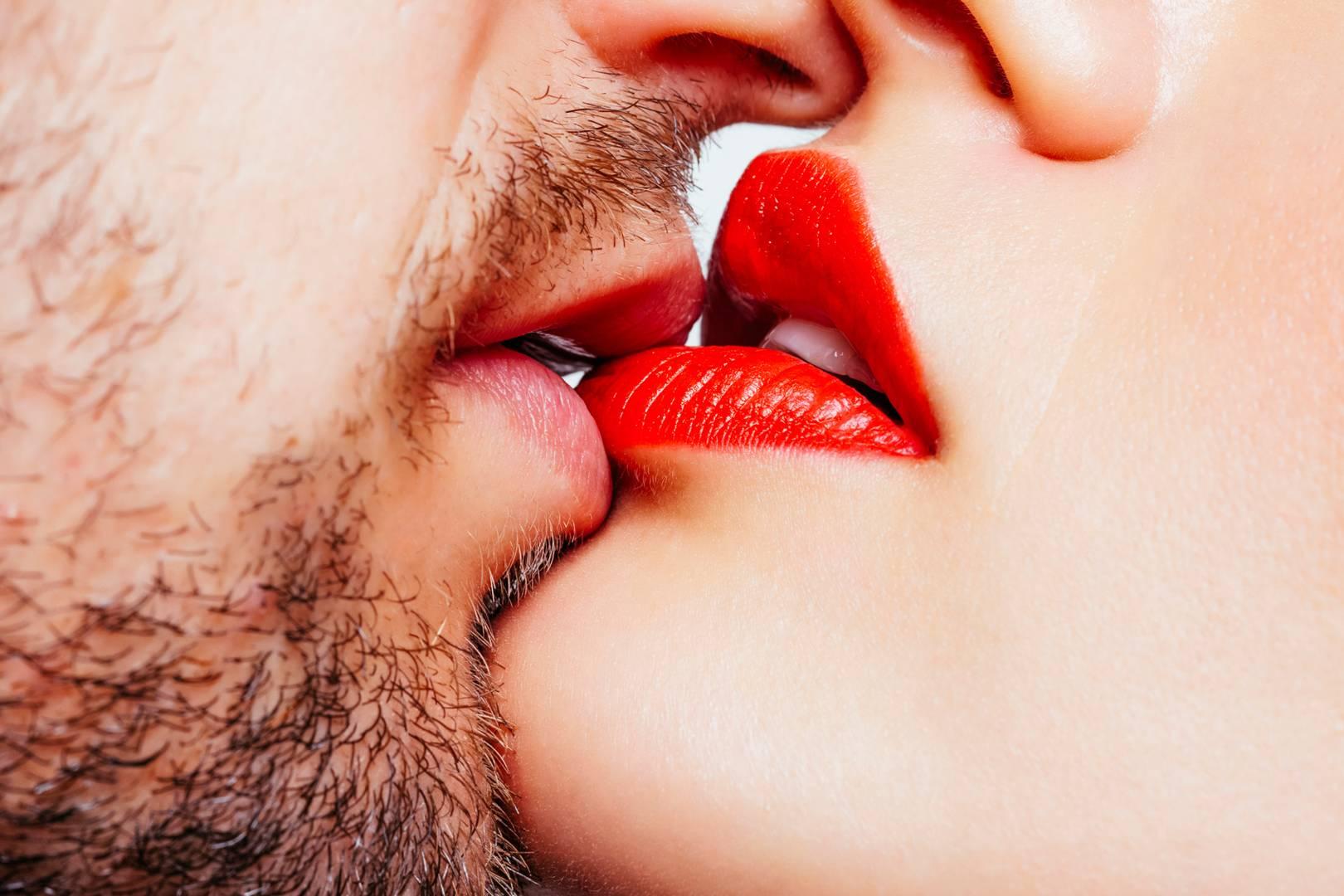 Секс целует грудь, Целует сиськи: порно видео онлайн, смотреть порно на 13 фотография
