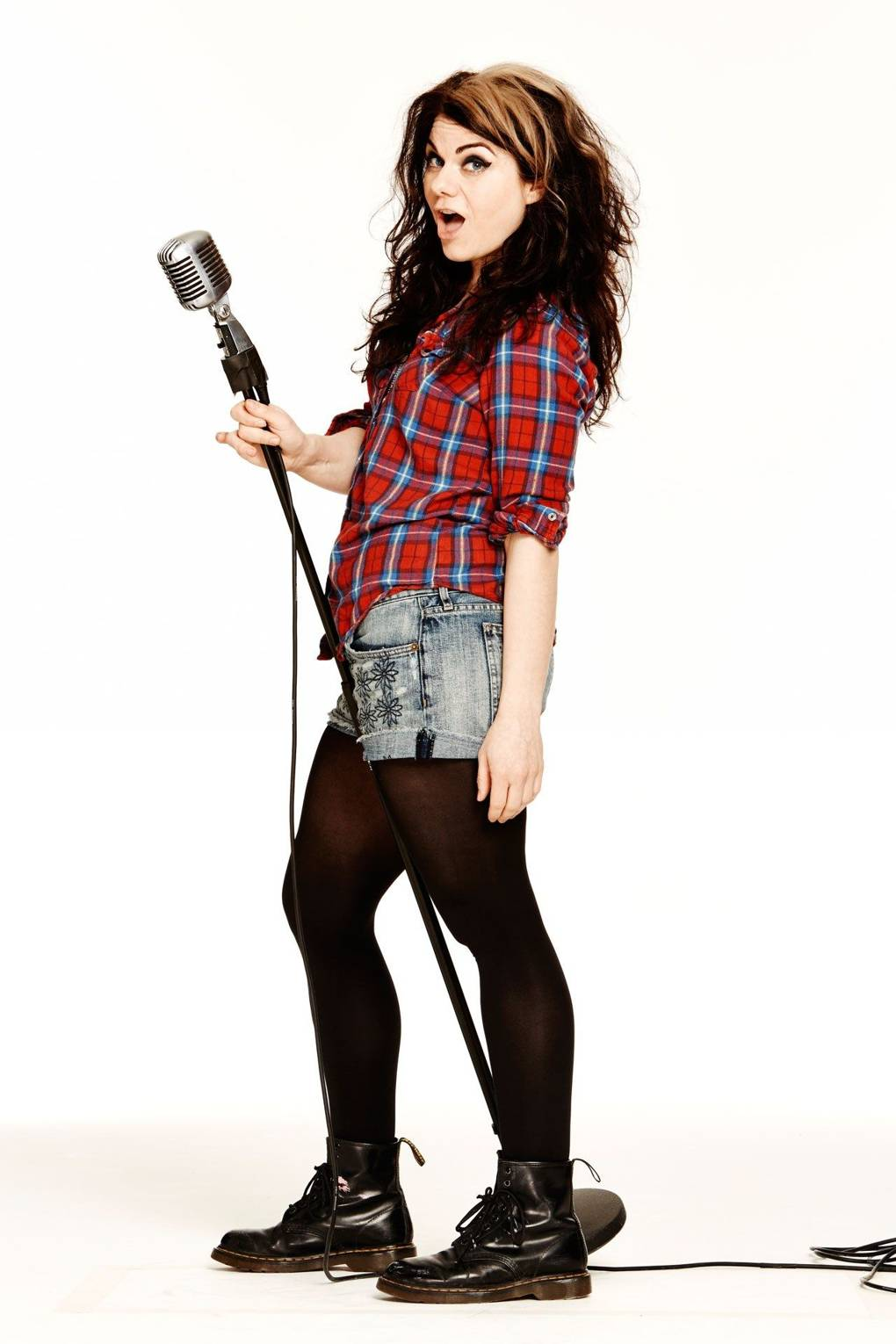 Caitlin Moran On Well Endowed Men Terrible Music Reviews And The 9 11 Of Swimwear British Gq