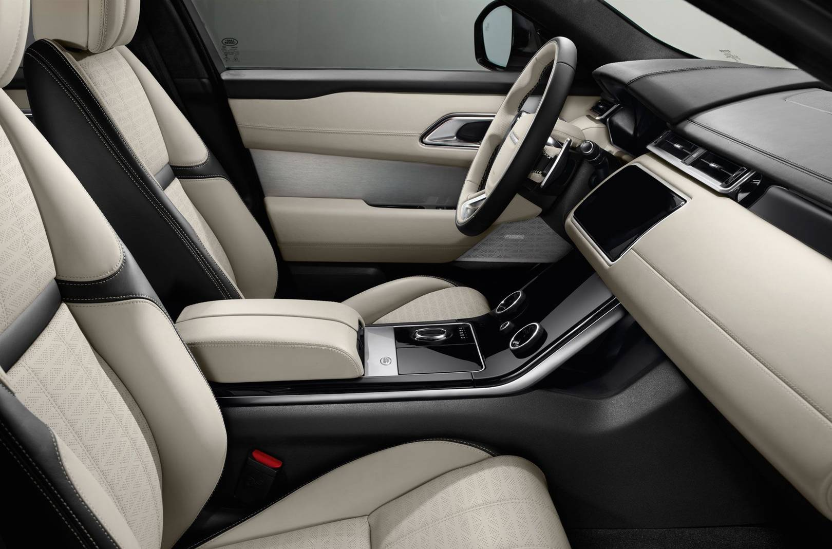 Range Rover Velar interior: it\'s actually a top end bachelor pad ...